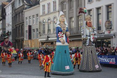 Stadsreuzen Iwein en Lauretta